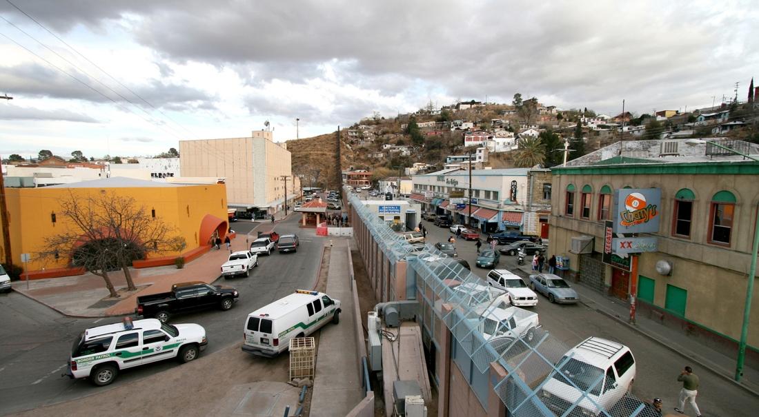 border-Nogales-Ariz-Mex